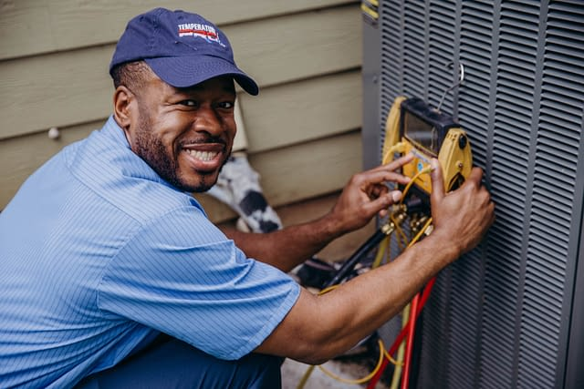 hvac technician repair air conditioner